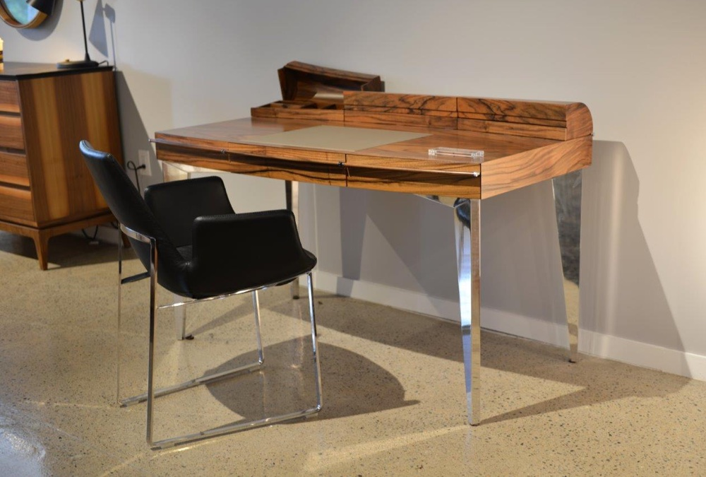 Using Modern Desks for Your Home Office